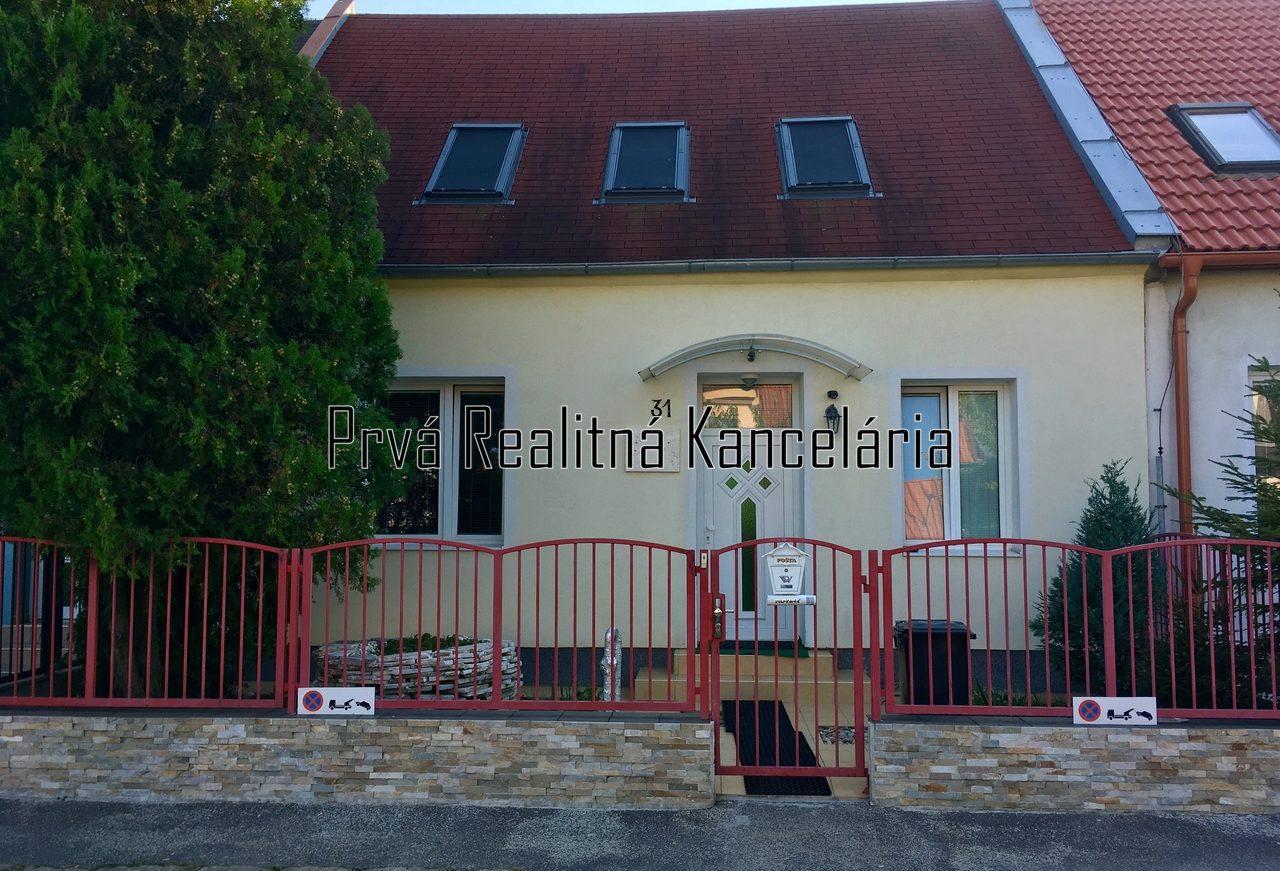 Prenájom pekný rodinný dom /terasa, klimatizacia, parking/ Nove Mesto BA
